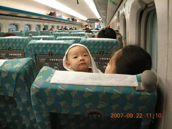 高鐵上的小孩
