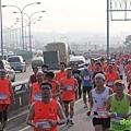 2012臺北國道馬拉松,充滿熱氣的柏油路 (26)