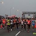 2012臺北國道馬拉松,充滿熱氣的柏油路 (1)