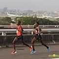2012臺北國道馬拉松,充滿熱氣的柏油路 (2)