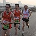2012臺北國道馬拉松,充滿熱氣的柏油路 (4)