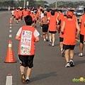 2012臺北國道馬拉松,充滿熱氣的柏油路 (5)