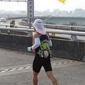 2012臺北國道馬拉松,充滿熱氣的柏油路 (6)