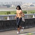 2012臺北國道馬拉松,充滿熱氣的柏油路 (9)