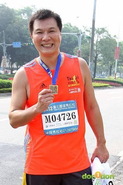 2012臺北國道馬拉松,充滿熱氣的柏油路 (21)