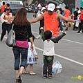 2012臺北國道馬拉松,充滿熱氣的柏油路 (22)