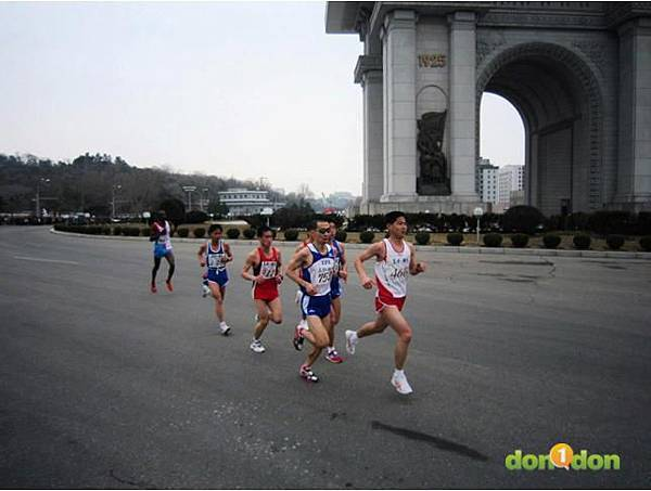 【小編報馬仔】-『張嘉哲的神秘之旅,前進北韓馬拉松』 (13)