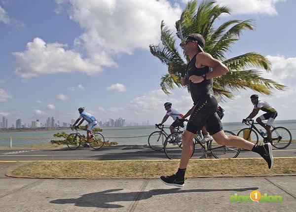 【小編報馬仔】-『 Lance Armstorng重返鐵人賽場,搶攻夏威夷世界鐵人錦標賽門票』 (2)