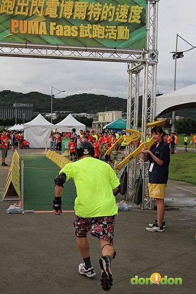 【主題賽事】-『2012PUMA螢光夜跑台北站,一場盛大的螢光party』  (2)
