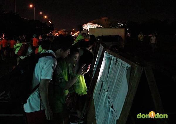 【主題賽事】-『2012PUMA螢光夜跑台北站,一場盛大的螢光party』  (23)