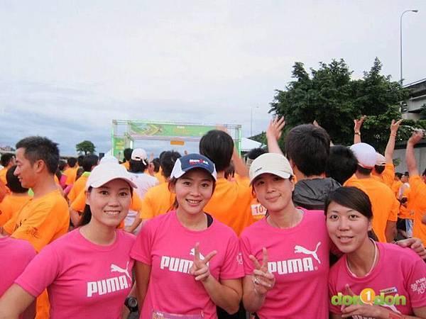 【主題賽事】-『2012PUMA螢光夜跑台北站,一場盛大的螢光party』  (20)