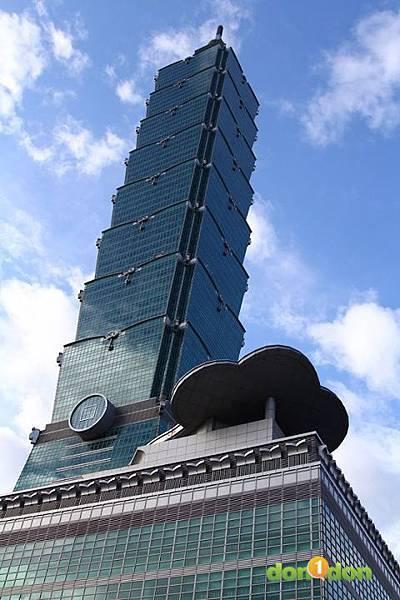 【主題賽事】-『2012渣打‧台北101登高賽,不怕2046階的考驗,直衝上雲霄吧!』