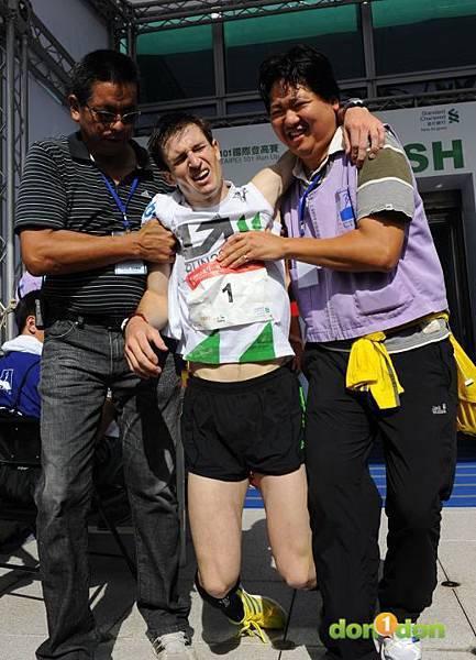 【主題賽事】-『2012渣打‧台北101登高賽,不怕2046階的考驗,直衝上雲霄吧!』 (16)