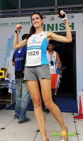 【主題賽事】-『2012渣打‧台北101登高賽,不怕2046階的考驗,直衝上雲霄吧!』 (42)
