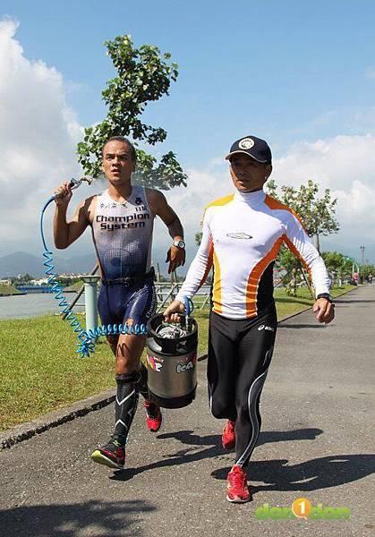 【主題賽事】-『2012世界大學鐵人三項錦標賽暨全國賽,高溫、26國大對抗!』 (46)