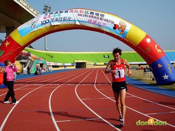 【嘉哲的真男人日記】-『我在北體跑步的日子第三章-迎向陽明山下的落山風、閃過在跑道上散步的民眾,歡迎來到競技運動員的天堂。』 (3)