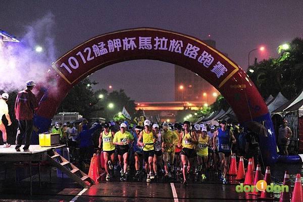 【主題賽事】-『2012艋舺盃全國馬拉松,豪雨打水仗』 (2)