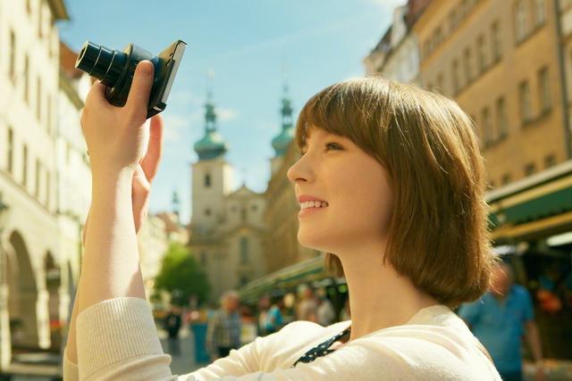 【Sony 新聞圖片】 Cyber-shot DSC QX10 外接式鏡頭相機:擁有強大的 10 倍光學變焦範圍-2
