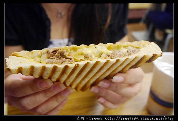 【台北食記】信義世貿北醫。i吐司早午餐。菇菇起司蛋碳烤三明治