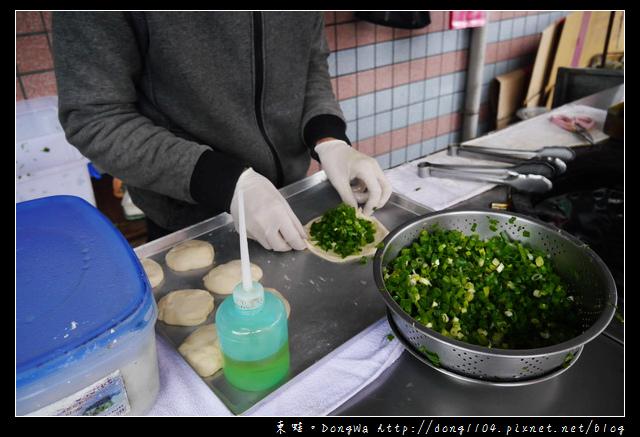 【宜蘭食記】三星蔥油餅|現點現包現煎蔥油餅|何記三星蔥餡餅
