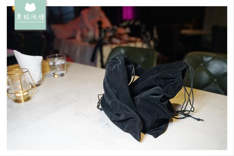 【台北東區約會餐廳推薦】全台第一間情趣用品主題餐酒館 房間餐酒 The Room Bistro