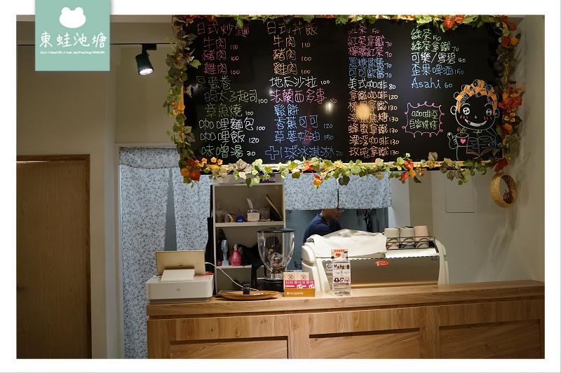 【台中秋紅谷美食推薦】美味日式炒麵厚蛋卷 絕美霓虹燈網美牆 坐複合式餐館