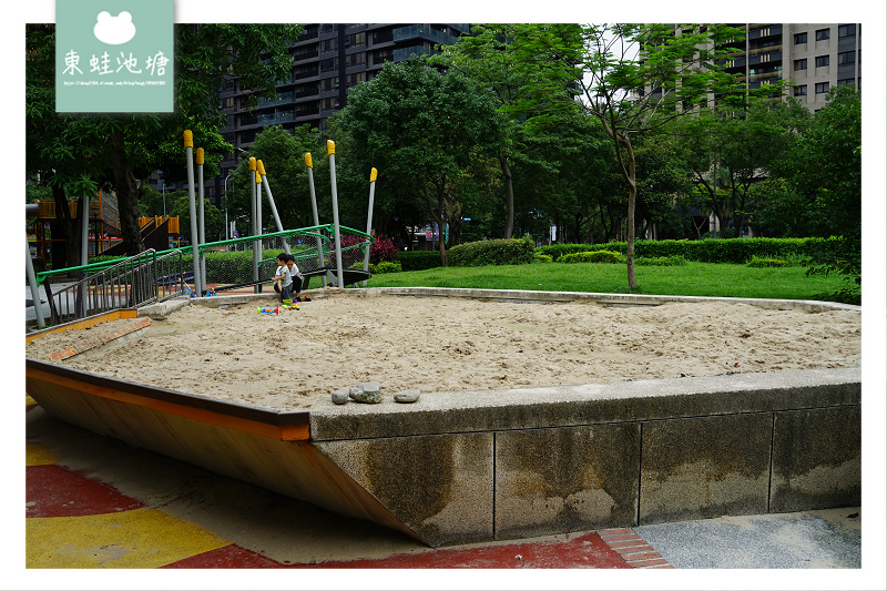 【三峽免費親子景點推薦】甲蟲主題遊戲場 共融沙坑 三峽北大特區龍學公園