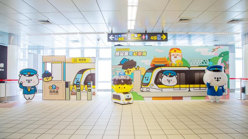 新北暑假出遊搭新北環狀線最方便 熊大心站長超萌登場 打卡必拍熊幸福彩繪列車