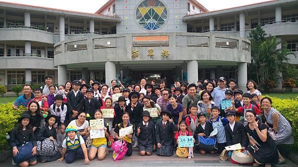 台灣接待家庭與接待的學生大合照