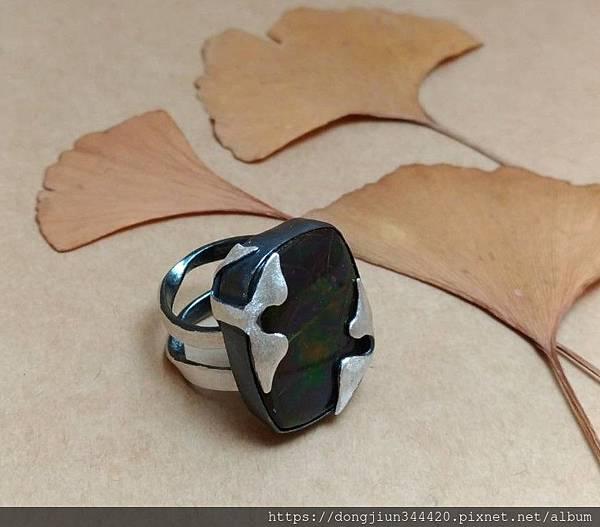 瑞比夏至客製荷魯斯斑彩石戒指作品