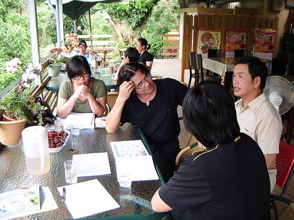 20100620東山自然休閒步道許亦成老師現堪討論 (0).JPG