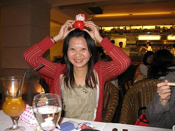 小瑜跟紅蘋果護手霜