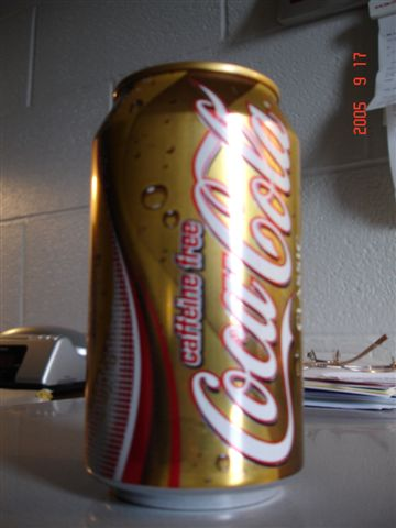 味道跟一般可樂差不多 喝不出分別