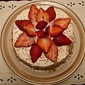第六次烤蛋糕,第五次的失敗品被我分兩餐吃掉了。