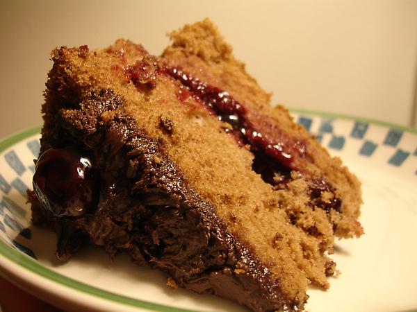 巧克力淒風蛋糕夾黑櫻桃餡