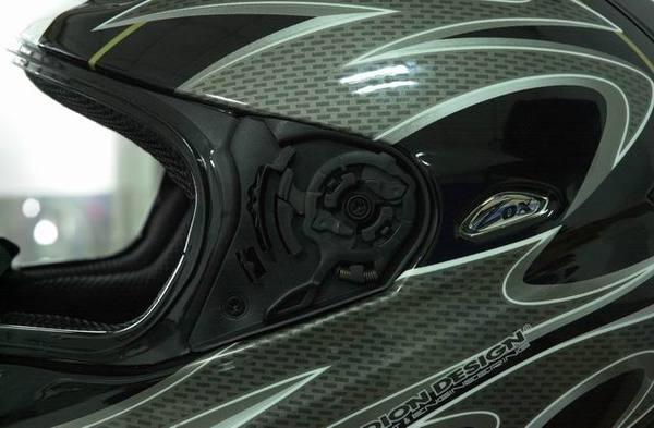 Corsa R鏡片座1