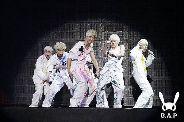 2012.01.28 B.A.P Showcase 2.jpg
