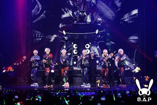 2012.01.28 B.A.P Showcase 6.jpg