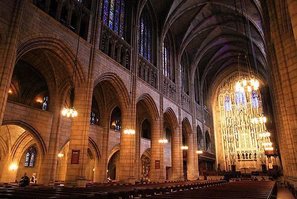 1024px-USA-NYC-St_Thomas_Church0