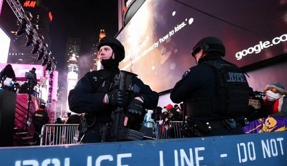 NY_POLICE_700_473_c1-570x330