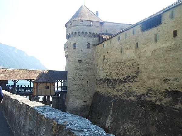 2-2 於11世紀開始建造,12世紀開始為薩瓦伯爵家族的住所,城堡裡有著世界最美監獄之一的稱號.JPG