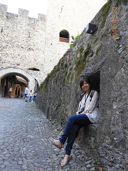 7-由石塊推砌而成的城堡,鵝卵石石頭路.JPG