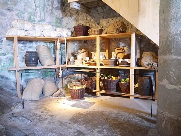 9-過去地牢裡也曾當食糧儲存區.JPG
