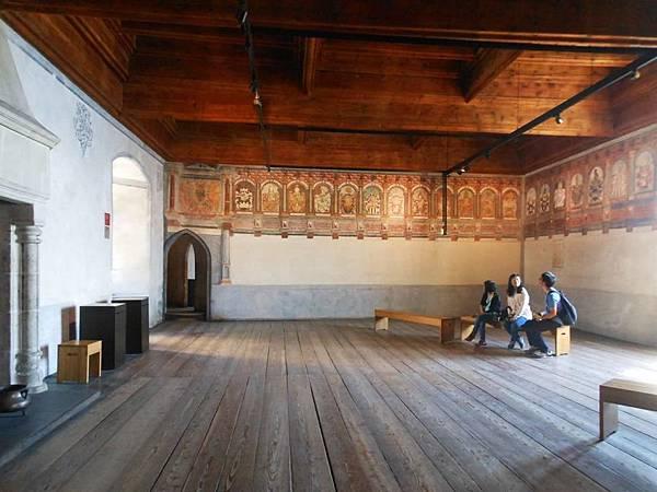 17-紋章大廳,牆面上為歷代古堡統治者的圖像.jpg