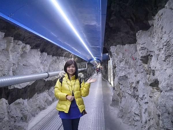 20-岩石隧道.JPG