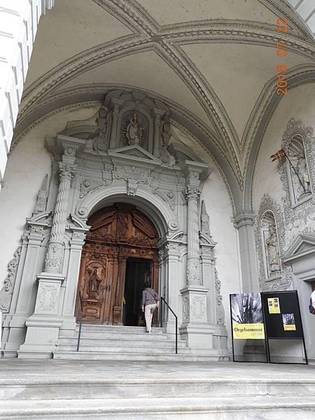 8-教堂門口.JPG