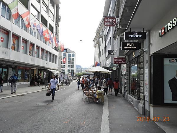 38-琉森舊城區,又名天鵝逛場,多為精品商店,逛街的好地方.JPG