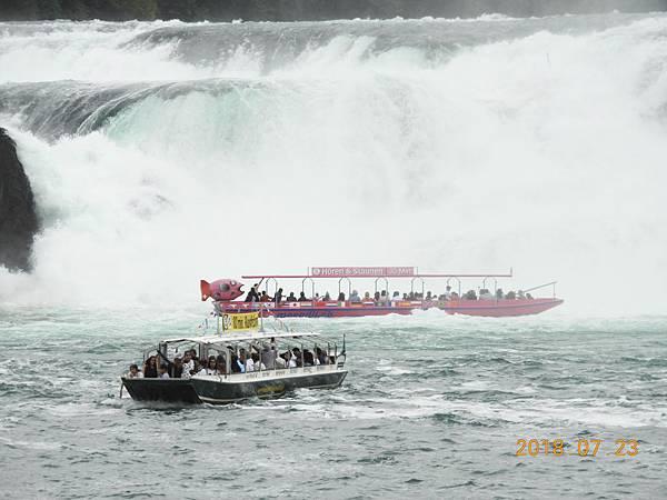 16-看別的船好像很靠近要衝進瀑布般.JPG