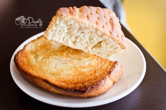 義大利麵套餐附的麵包