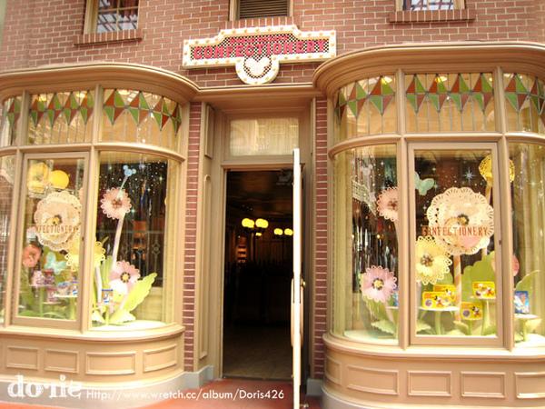 每一間商店都有好漂亮的櫥窗